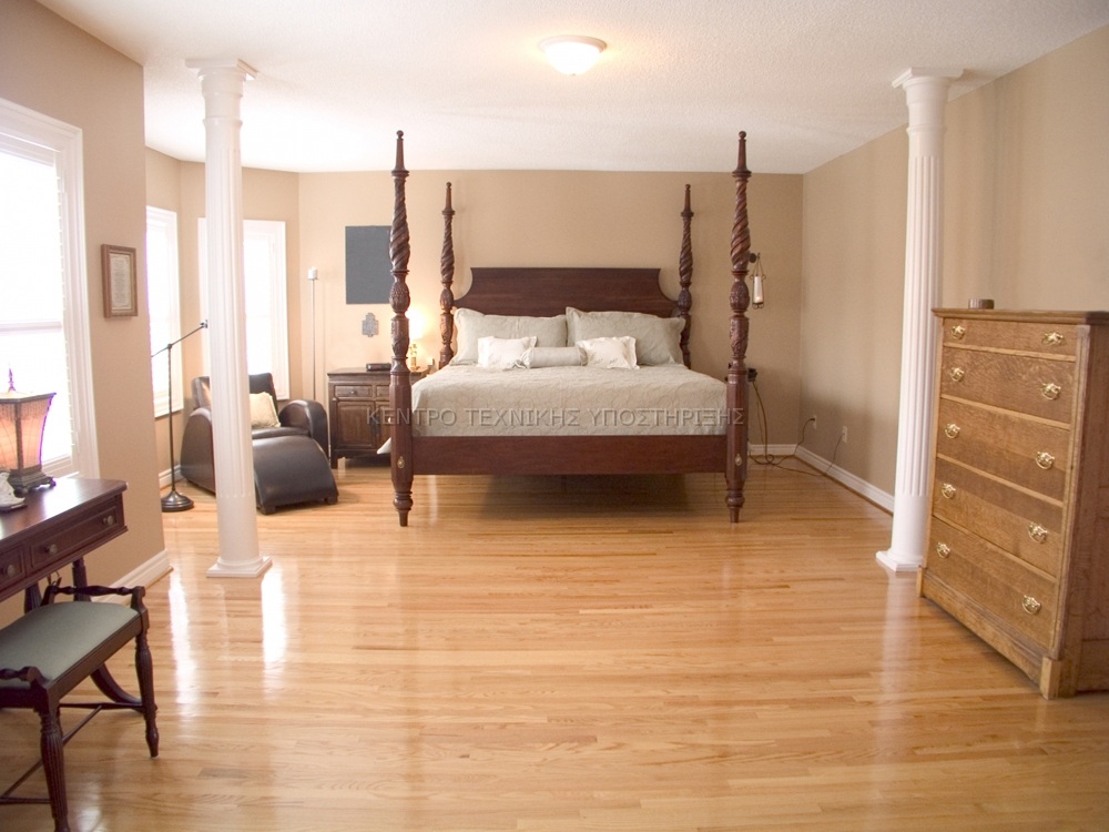 White-Oak-Hardwood-Flooring-In-A-Bedroom